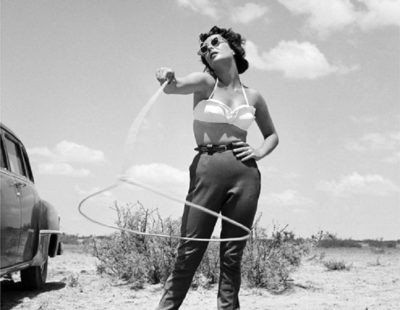 Künstler Frank Worth - FW0316-Elizabeth-Taylor-with-Lasso-Set-of-Giant-1955 - Galerie Hegemann