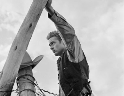Künstler Frank Worth - FW0318-James-Dean-Hand-on-Post-Set-of-Giant-1955 - Galerie Hegemann
