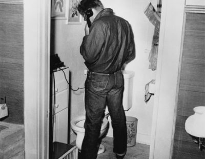 Künstler Frank Worth - FW0320-James-Dean-in-Restroom-1954 - Galerie Hegemann