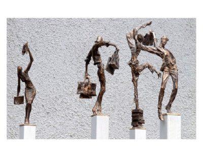 Künstler Vitali Safronov - Balance Einkäuferin, 2011, Bronze, Größe 21x17x7 cm - Galerie Hegemann