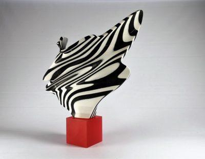 SYLVESTRE, Réverence ou Maria Callas, 2019, Marmor, farbiger Kunstharz, 100 x 80 x 29 - Galerie Hegemann