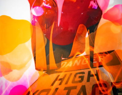 JÖRG DÖRING High voltage, 2019, 100 x 100 cm, Mischtechnik, Epoxidharz auf Leinwand, 100 x 100 cm - Galerie Hegemann
