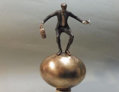 VITALI SAFRONOV Goldenes Ei, 2016, Bronze, 30 cm - Galerie Hegemann