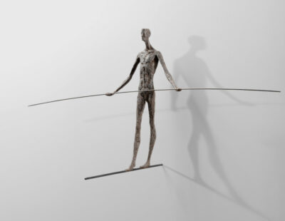 Gerald Moroder, Equilibrista, 2014, Porphyrgestein, 42cm - GALERIE HEGEMANN