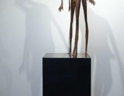 Gerald Moroder, Wohin, Ziegelerde, 174 cm - GALERIE HEGEMANN