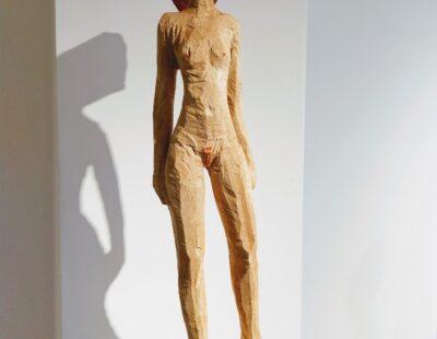 Michael Pickl, Akt, 2018, Linde, Pigment, 87 cm - GALERIE HEGEMANN