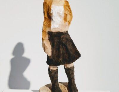 Michael Pickl, Schwarzer Rock, 2021, Linde, Pigment, 28 cm - GALERIE HEGEMANN