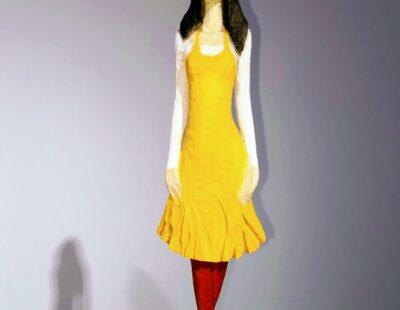 Micheal Pickl, Gelbes Kleid, 2021, Linde, Pigment, 159cm inkl. Stehle - GALERIE HEGEMANN